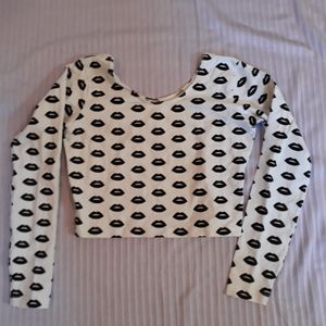 H&m lip print long sleeve crop top size xs